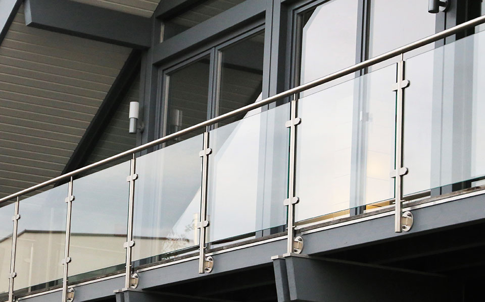Glass balustrade fixings